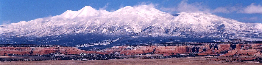 /images/500/2003-12-moab-mountains1-sp.jpg - #01413: Mountains by Moab … Dec 2003 -- Moab, Utah