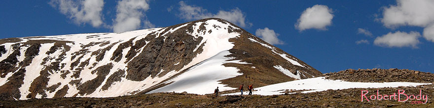 /images/500/2007-06-10-elbert-fsum02-sp.jpg - #03938: hikers walking down the north face of Mt Elbert, Colorado