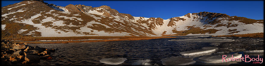 /images/500/2007-06-17-evans-sum-lake-sp.jpg - #04014: Ice floating on Summit Lake at 12,800 ft elevation … June 2007 -- Summit Lake, Mt Evans, Colorado