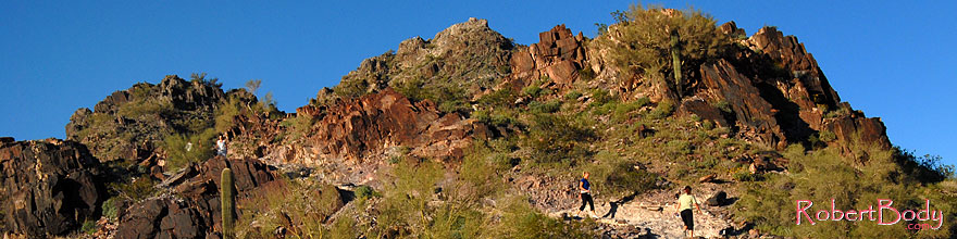/images/500/2008-03-03-squaw-2464sp.jpg - #04902: Hikers at Squaw Peak Mountain in Phoenix … March 2008 -- Squaw Peak, Phoenix, Arizona