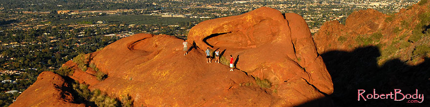/images/500/2008-03-09-camelback-3941sp.jpg - #04935: Hikers at Camelback Mountain in Phoenix … March 2008 -- Camelback Mountain, Phoenix, Arizona