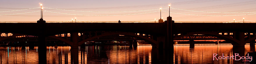 /images/500/2008-10-25-tempe-heron-39646sp.jpg - #05968: People at Mill Road bridge over Tempe Town Lake … October 2008 -- Tempe Town Lake, Tempe, Arizona