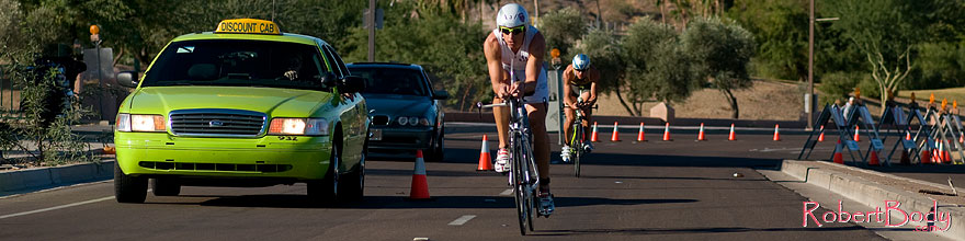 /images/500/2008-11-23-ironman-bike_13_9-53554sp.jpg - #06161: 02:22:07 - STEVE OSBORNE (GBR) #13 ahead of ANDREAS RAELERT #9 - Bike Pros … November 2008 -- Rio Salado Parkway, Tempe, Arizona