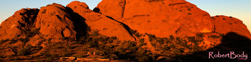 /images/500/2008-12-05-papago-shade-60132sp.jpg - #06387: Ramada by the Buttes of  Papago Park … December 2008 -- Papago Park, Phoenix, Arizona
