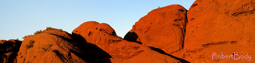/images/500/2008-12-05-papago-shade-60153sp.jpg - #06340: Hiker at the top of Buttes of Papago Park … December 2008 -- Papago Park, Phoenix, Arizona