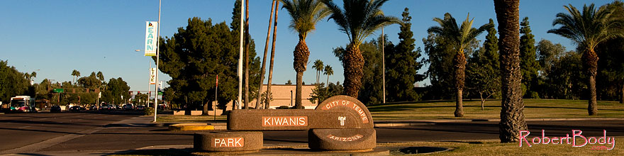 /images/500/2008-12-09-tempe-kiwanis-60864sp.jpg - #06381: Metro bus and traffic at Kiwanis Park … December 2008 -- Kiwanis Park, Tempe, Arizona