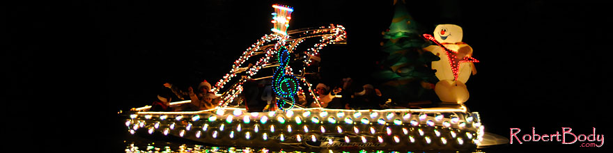/images/500/2008-12-13-tempe-lights-boats-63311sp.jpg - #06491: Boat #24 - APS Fantasy of Lights Boat Parade … December 2008 -- Tempe Town Lake, Tempe, Arizona