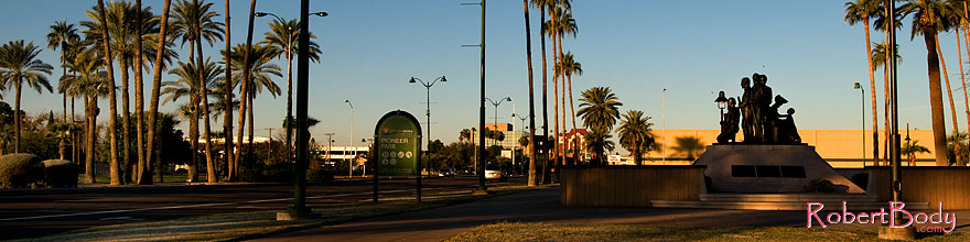 /images/500/2008-12-21-mesa-pioneer-65529sp.jpg - #06559: Morning at Main St in Mesa … December 2008 -- Pioneer Park, Mesa, Arizona