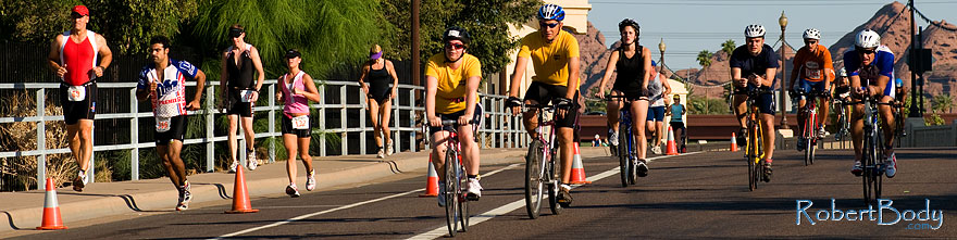/images/500/2009-09-27-nathan-tri-cycle-114224sp.jpg - #07477: 01:15:56 - Cyclists at Nathan Triathlon … September 2009 -- Tempe Town Lake, Tempe, Arizona