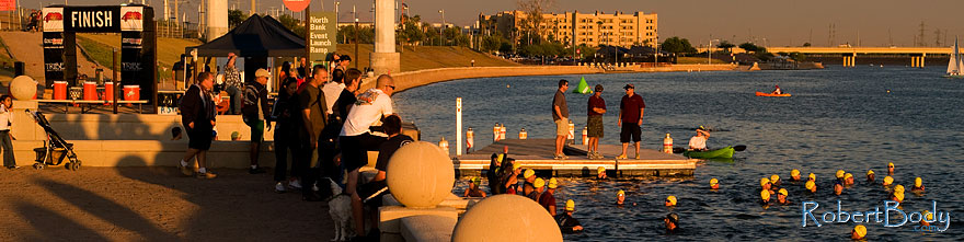 /images/500/2009-10-22-tempe-splash-117553sp.jpg - #07600: 1 minute before the race - Splash and Dash Fall #3, Oct 22, 2009 at Tempe Town Lake … October 2009 -- Tempe Town Lake, Tempe, Arizona
