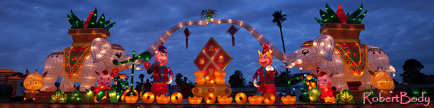 /images/500/2014-02-02-fhills-chin-elep-5d2_0697sp.jpg - #11728: Elephants at Chinese New Year Lantern Culture and Arts Festival 2014 … February 2014 -- Fountain Hills, Arizona